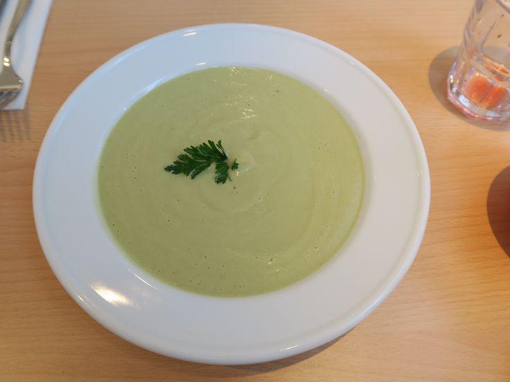 Avokádovo – kokosová polévka / Avocado – coconut soup