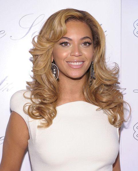 Sie funkelten auf zahlreichen Grammys roten Teppich mittels Saiten Lametta in diesem glatte Haare.