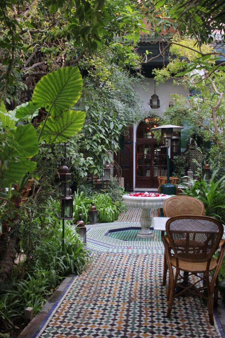 Review of riad Palais Lamrani, a child friendly ryad in the middle of Marrakech medina with a beautiful courtyard garden.