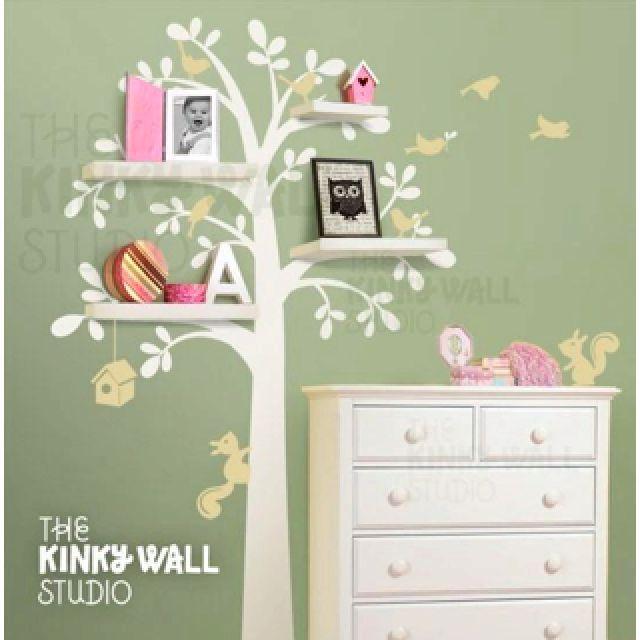 Coloca repisas sobre nuestros arboles y obten una decoracion increible