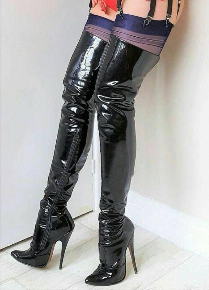 Pin on latex fetisch