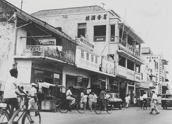 WowShack | You Have Never Seen Indonesia Like This Before - 30 Rare Historical Pictures. Glodok (the oldest chinese town in Jakarta) - 1953