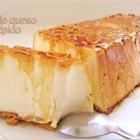 flan de queso (sin hornear) / 500 g. nata. 250 g. queso cremoso (tipo Philadelphia). 130 g. azúcar. 200 g. leche. 2 sobres de preparado para cuajada. Caramelo líquido. Galletas.