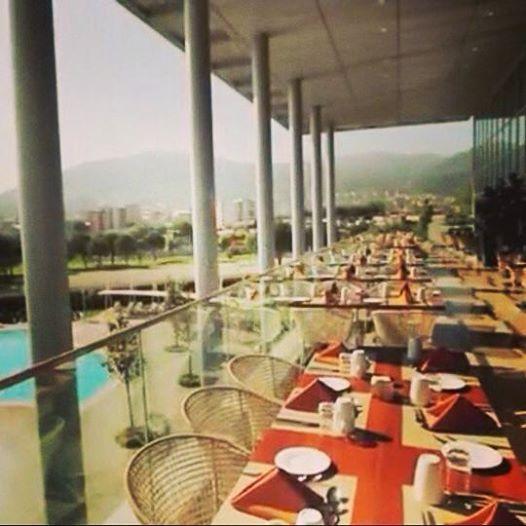 Look at that bright sunshine! Breakfast outside today? Gunes ısıkları esliginde acıkhavada kahvaltı etmek istermisiniz? #sheraton #bursa #sheratonbursa #hotel #breakfast #outside #prusa #restaurant #terrace #sun #shine #morning #hot #weather #kahvalti #acikhava #gunes #sicak #hava