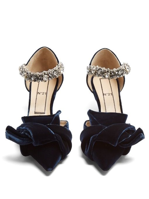 No. 21 Bow-front velvet kitten-heel pumps