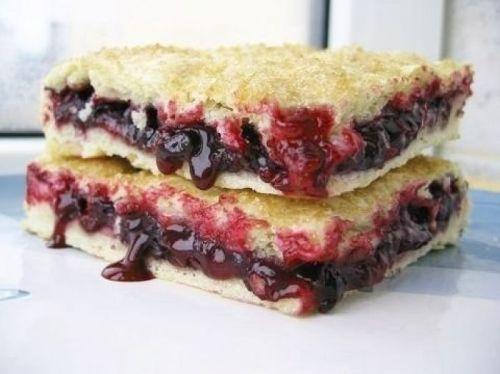 Постный пирог с вареньем.Насыпной пирог с вареньем. Постный пирог с вареньем. Выпечка у многих ассоциируется с праздником. Но время поста немного приостанавливает гуляния и требует некоторых ограничений в пище. Многие продукты исключаются из рациона. Х…