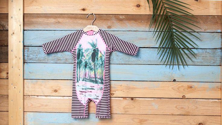De velkendte solråd dikterer skygge, solhat og solcreme – ikke ligefrem foreneligt med en af de obligatoriske sommeraktiviteter; svømmeturen. Svaret er UV-badetøj.