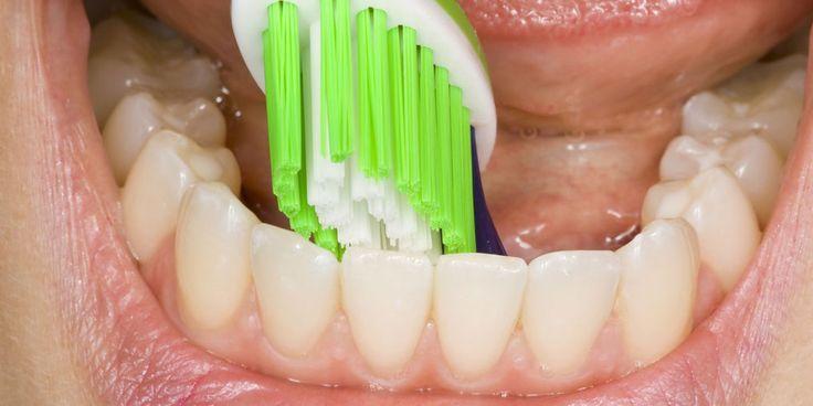 Als er iets mis is in je lichaam, is de tandarts vaak de eerste die het ziet. Vooral parodontitis is een teken van (naderend) gezondheidsgevaar. Marie-Chris Donders is onderzoekster en kaakchirurg in opleiding aan het Academisch Medisch Centrum in Amsterdam. In haar promotieonderzoek kijkt zij onder andere naar het verband tussen parodontitis en het risico…