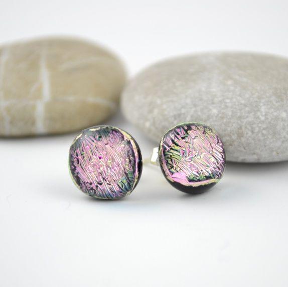 Rosa øredobber av dichroic glass