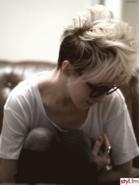 http://s3.favim.com/orig/45/beautiful-blonde-girl-glasses-short-hair-Favim.com-405179.jpg