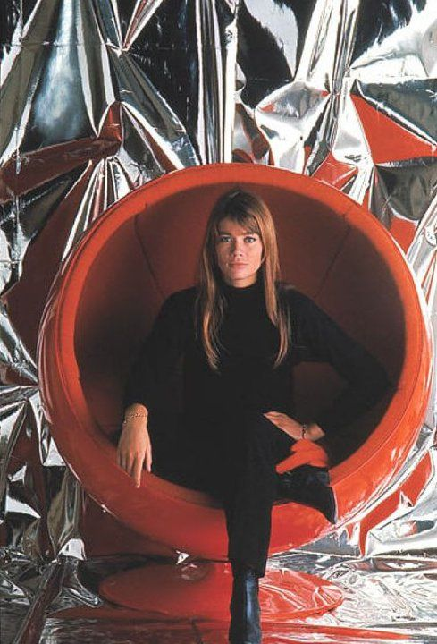Françoise Hardy - Eero Aarnio -ball chair -1966