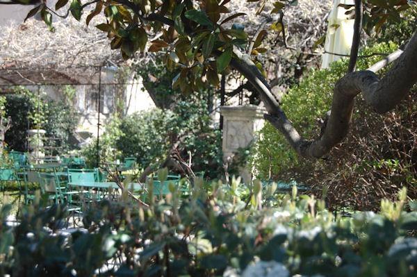 20 best chateauneuf du pape images on pinterest provence provence france and abandoned places - Le jardin du quai isle sur la sorgue ...