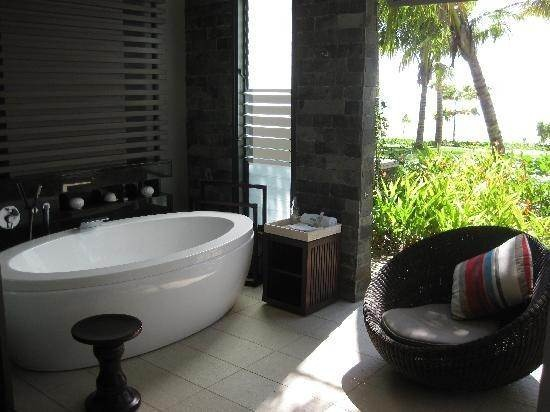 Fiji. Outdoor bath in your terrace at the InterContinental Hotel.