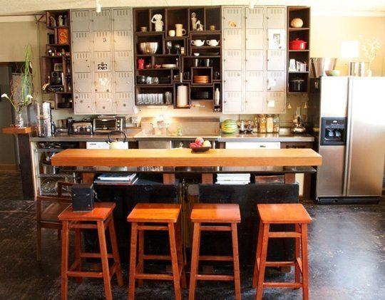 インダストリアル家具LOVE編:キッチンに事務ロッカーを使う   海外インテリアブログ紹介