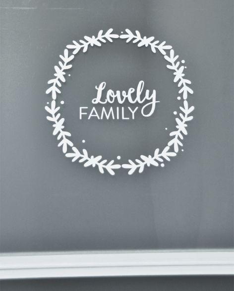 Lovely familly - Ouistiti sticker murla, déco, lovely familly, la vie est belle en famillle, famille, décoration, mur, blanc, froid, hiver, couronne de noël, cadeau de noël