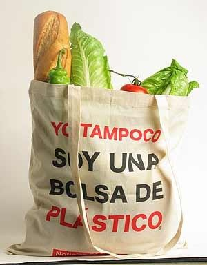 Utilizá bolsas reciclables, de tela o carritos para ir al supermercado. Las bolsas de plástico tardan 150 años en desintegrarse
