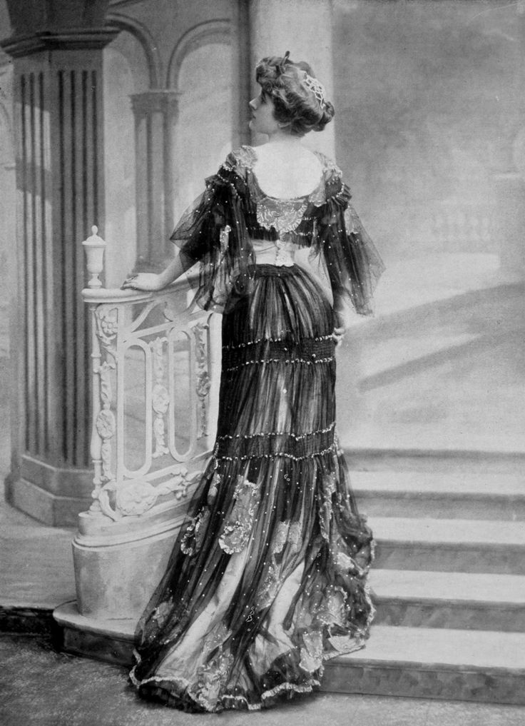 Dinner dress by Rouff, photo by Reutlinger, Les Modes July 1904.