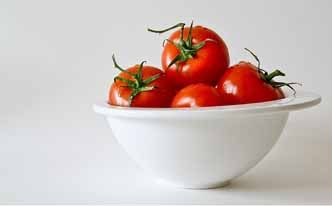 Pelo graso: elimina el exceso de sebo con tomate - Trucos de belleza caseros