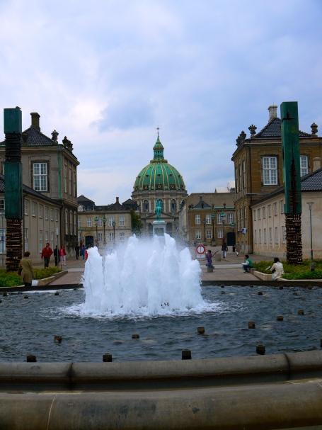 Castelo real em Copenhague, Amalienborg.