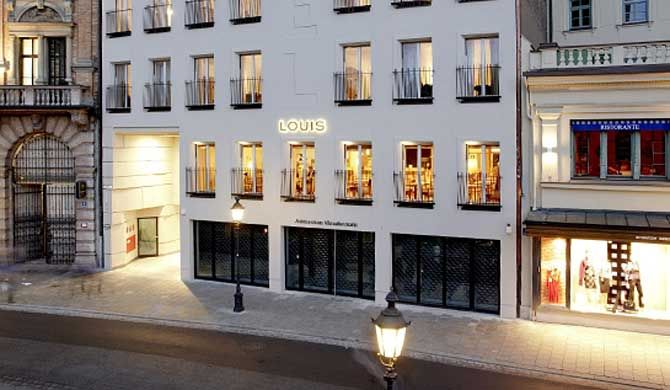 Louis Hotel Housed in a 100-year-old building revamped by local architects Hild and K, the Louis combines the modern with the traditional style, Baroque. The neatly arranged high room windows with French... #Hotel  #Travel #Backpackers #Accommodation #Budget
