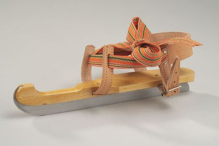 Friese doorloper.  One cold winter I went to school on these wooden skates.