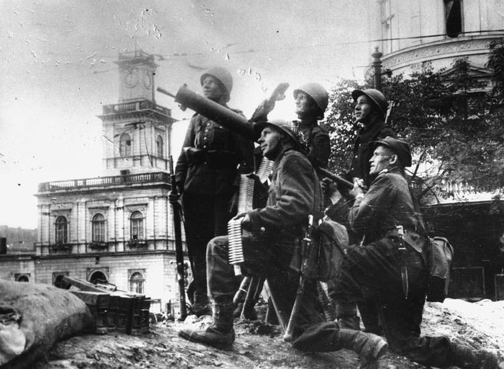 Polish soldiers with anti-aircraft artillery near the Warsaw Central Station during the first days of September, 1939.