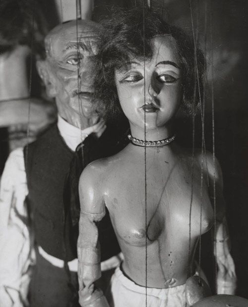 Marionnettes de Pilsner, 1929  Photographer: André KertészPhotos, De Pilsner, Marionnette De, Vintage Puppets, Wooden Puppets, Andre Kertesz, Dolls, André Kertész, Photography