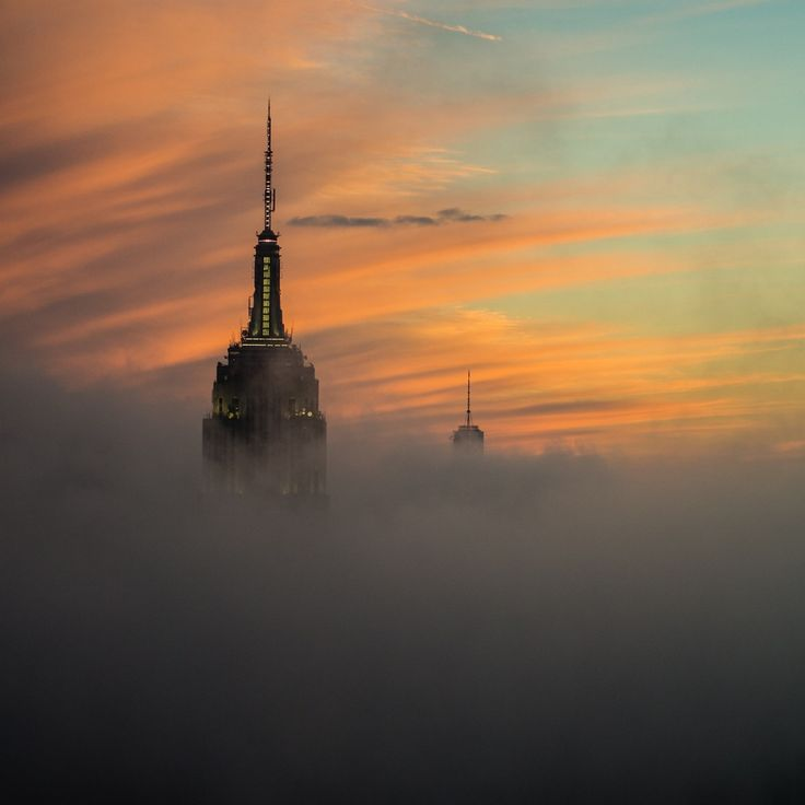 Photo Empire State Building in the Fog par Paul Kaye on 500px