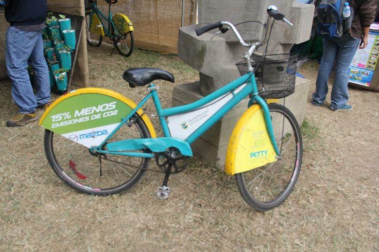 La bicicleta  es una de las alternativas más importante donde las personas se pueden movilizar de una manera fácil  y al mismo tiempo cooperar con el medio ambiente.