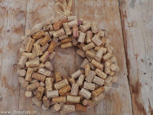 mt_ignore:krans van wijnkurken