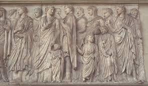 Ara Pacis,processione dei familiari di Augusto. Si consideri: http://www.arapacis.it/percorsi/esterno2/lato_sud
