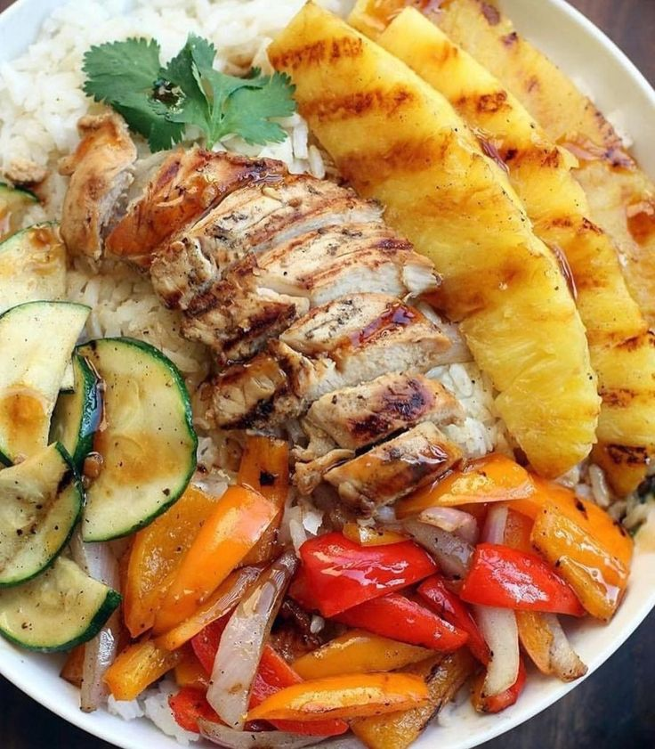 Grilled Hawaiian Chicken Teriyaki Bowls is part of Chicken recipes - Grilled Hawaiian Chicken Teriyaki Bowls with coconut rice, zucchini squash, bell peppers, onions, and pineapple topped with a delicious easy homemade teriyaki sauce! Teriyaki Bowl, Teriyaki Sauce, Soy Sauce, Delish Chicken Recipes, Teriyaki Chicken Bowl Recipe, Veggie Bowl Recipe, Teriyaki Marinade, Sriracha Chicken, Barbecue Chicken