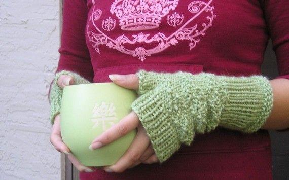 Star and Crossbones http://www.starncrossbones.com Knitting Pattern - Fingerless Gloves - Princess in the Wilds