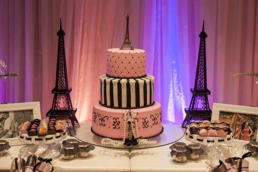 modelos de bolo da festa Barbie Paris