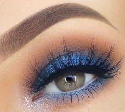 Metallic blue shimmer Eyeshadow look