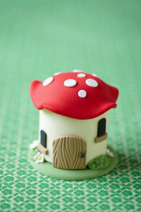 Soooo cute Mini cake ~ would be perfect for a fairy princess party