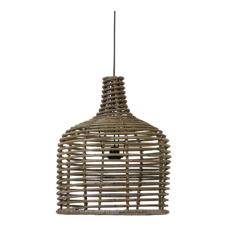 Rotan it is! Deze trendy rotan hanglamp is gemaakt van hout. Tussen de houten draden van de kap bevinden zich openingen die het gehele design een luchtig en speels maakt. #rotan #Scandinavian #interior #home #light #hanglamp #wood #huis #decoratie #binnen #interieur #homestyling #design #scandinavisch