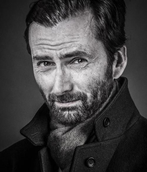 New, unpublished photo of David Tennant by Andy Gotts. This is photoshopped! :(