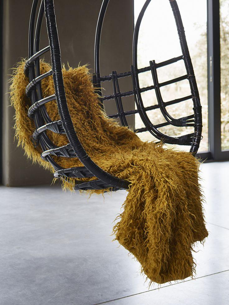 Essenza plaid Yeti mosterdgeel ::Plaids::Slaapkamer::De Linnenboom, de specialist in bed-, bad en keukentextiel