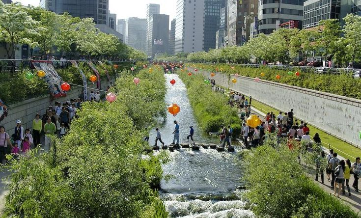 Korea-Seoul-Cheonggyecheon