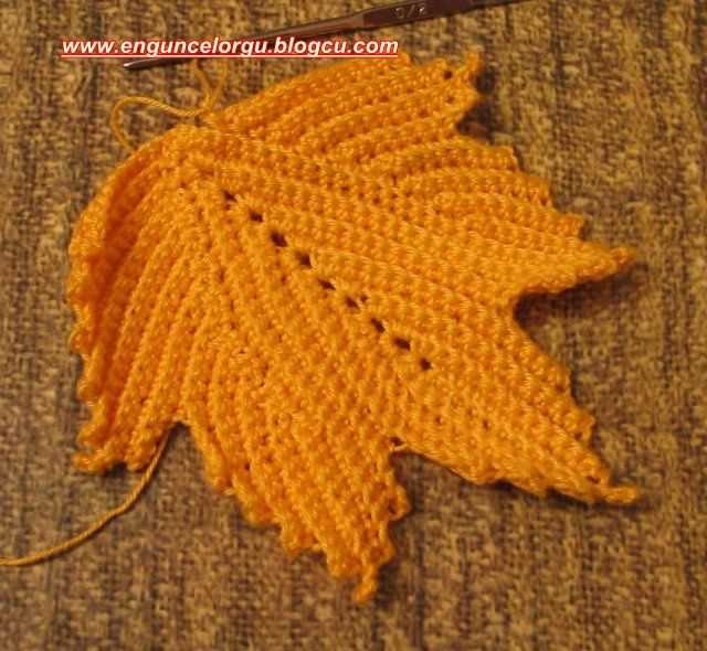 Free Crochet Pattern For A Maple Leaf : 1000+ images about crochet - leafs on Pinterest