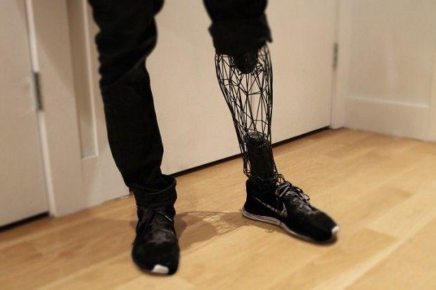 Prothèse futuriste imprimée en 3D par William Root.