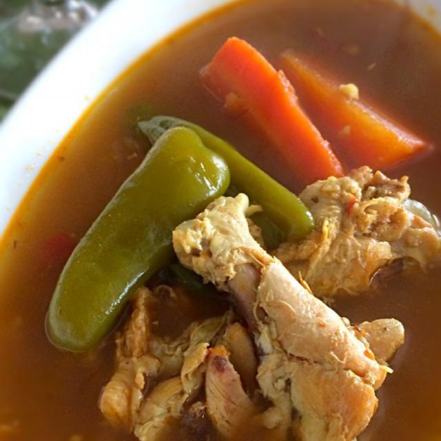 以前「男子ごはん」でケンタロウさんが、ルーは使わず香辛料を調合して作っていたスープカレーは最早我が家の定番です。一晩置くと激辛が爽やかな辛さになっていて、ジメジメした日も朝カレーでスッキリ❗️ - 68件のもぐもぐ - 鶏はホロホロ、スープカレー by norikoniwakP3