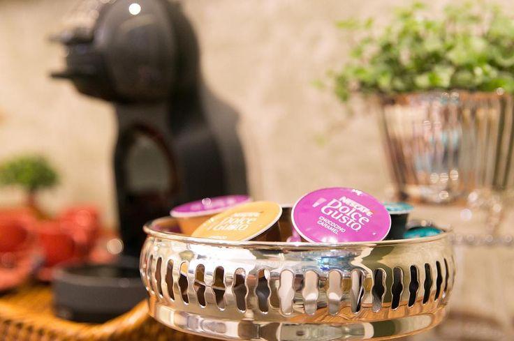 Bom dia! O café sempre me propicia bons momentos seja com a minha família ou com amigos. A minha Nescafe Dolce Gusto está sempre ali em um cantinho charmoso pronta para atender o gosto de cada um. Acompanhem no ig @receberbem como as queridas Debora e Silvia montaram o seu cantinho do café.  #meucantinhodocafe #cantinhodocafe #dolcegusto #coffeetime #coffeelovers #coffeeisalwaysagoodidea #coffeelove #coffeeplease #coffeeculture #latabledegiselle
