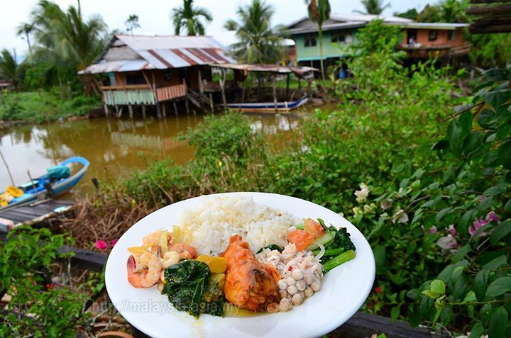 Something for the food lovers. This is Melanau traditional food in Sibu Sarawak. If you ever wanted to experience some traditional Melanau food and culture you should explore Lamin Dana just out of Sibu City.   . .  #sarawak #melanau #travel #food #malaysiatrulyasia  Sarawak Travel Malaysia Borneo Melanau #rwmf2017