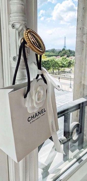 sac CHANEL vue sur Paris la tour eiffel