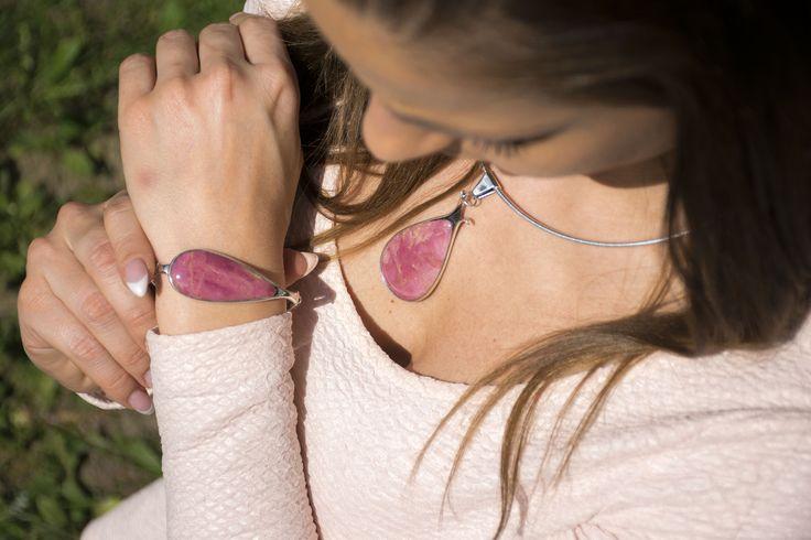 Kézzel készített rózsakalcedon szett púder ruhához