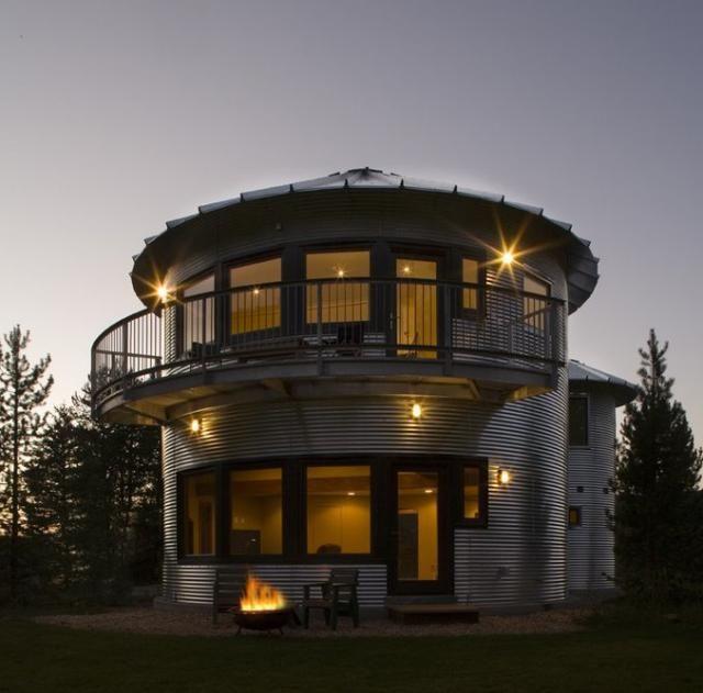 Casa reciclada con planchas de aluminio de un depósito de cereal abandonado (Woodland, Utah - EEUU)