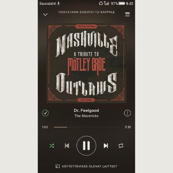 Aattelin vaa mainita että countryn ja kasarirokin yhdistäminen kuulostaa sairaan hyvältä! Levy jota suosittelen lämpimästi. Olen rakastunut. #nashvilleoutlaws #countrymusic #rock #80s #motleycrue #spotify by nanitalinnea https://www.instagram.com/p/BCpOEMzubJo/ #jonnyexistence #music