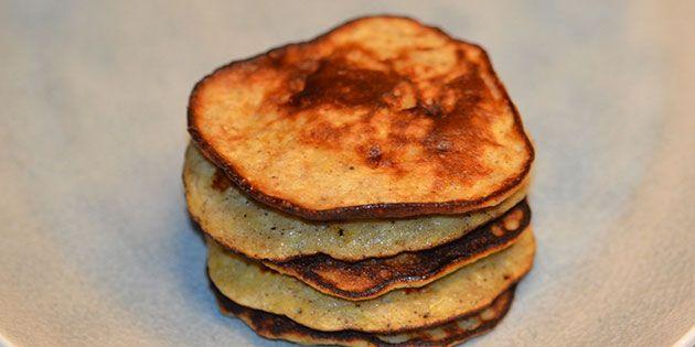 Det er hurtigt at lave en stak sunde bananpandekager.